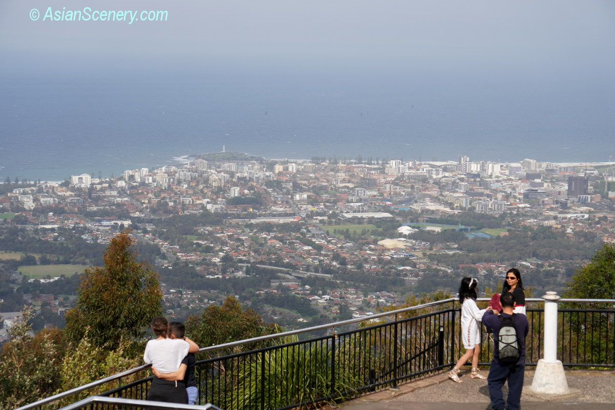 The superb view of Mount Keira Lookout 絶景のキーラ山頂展望台