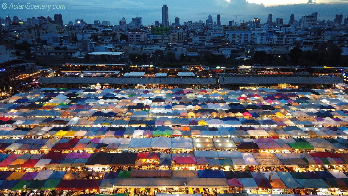 Train Night Market Ratchada ラチャダー鉄道市場
