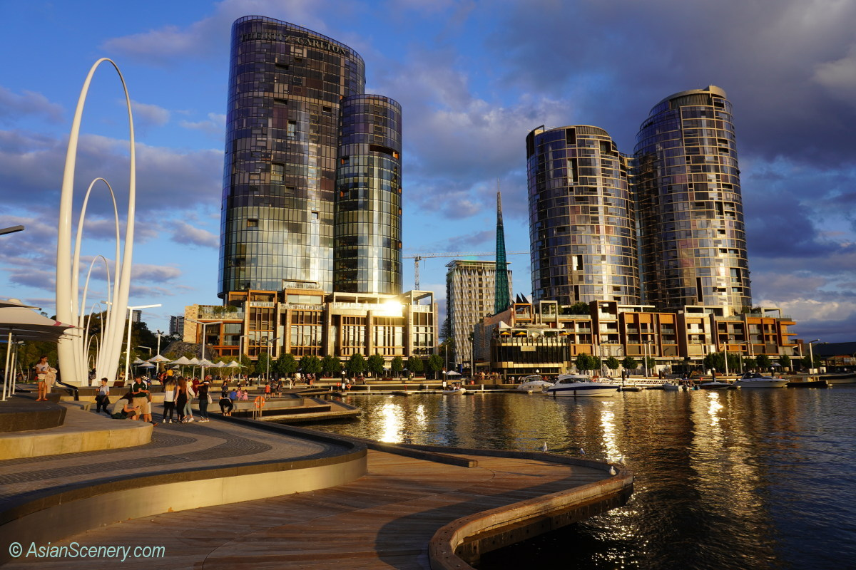 Perth, nice combination of modern structure and nice nature view  パース、近代建築と自然との素晴らしい融合